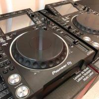 2x Pioneer CDJ-2000NXS2 + 1x DJM-900NXS2 mixer  costo 1899 EUR , Whatsapp Chat : +27837724253