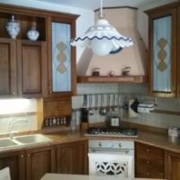 Vendo cucina in buono stato stile rustico, ottima per taverne, 4 mt.